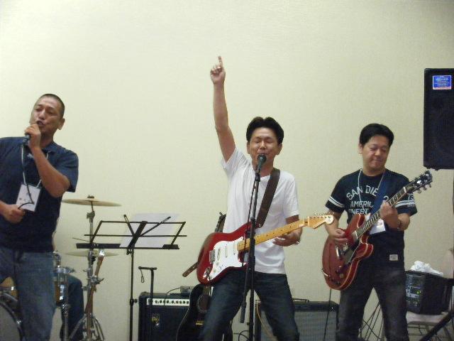 Akamon_band2